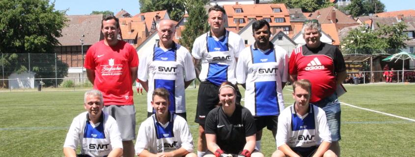 Die stark ersatzgeschwächt angetretenen Kicker der Schiedsrichtervereinigung Dillenburg belegten beim regionalen Fußball-Turnier in Kirchhain Platz sechs. (Foto: Weichbold)